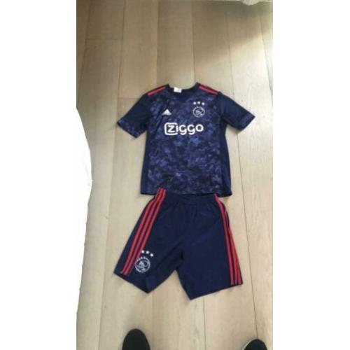 Mooi Ajax tenue maat junior m.